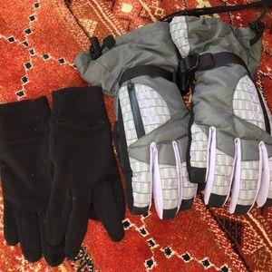 Dakine snow gloves with liner
